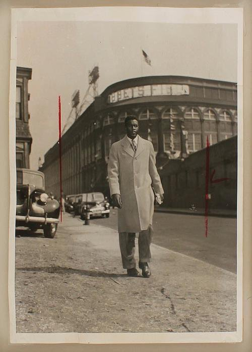 Jackie Robinson leaving Ebbets Field after playing opening day with the Brooklyn Dodgers on April 15, 1947.  #Jackie42<br>http://pic.twitter.com/Ag7CtIVQqr