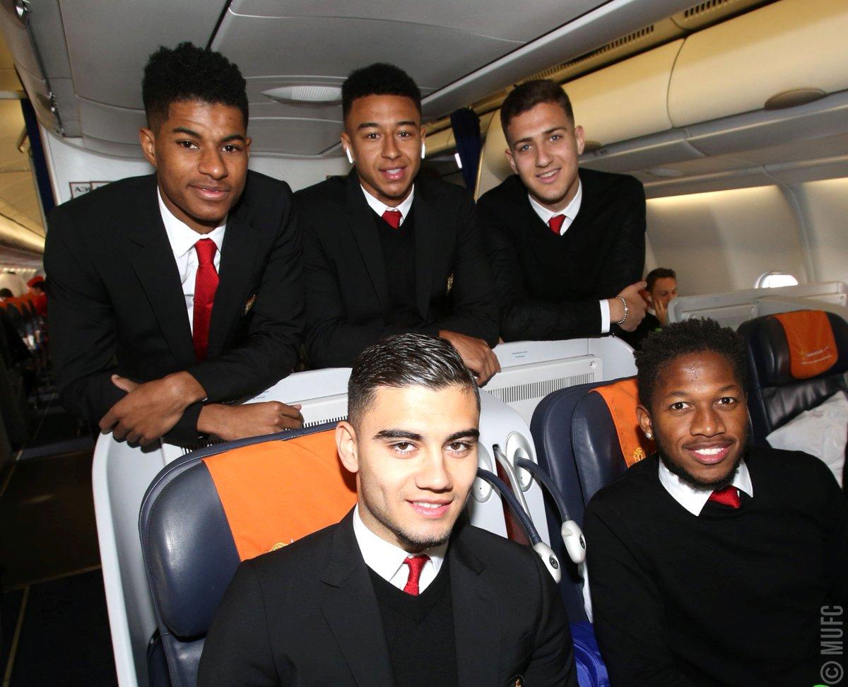 Parte de la expedición del Manchester United, en el avión.