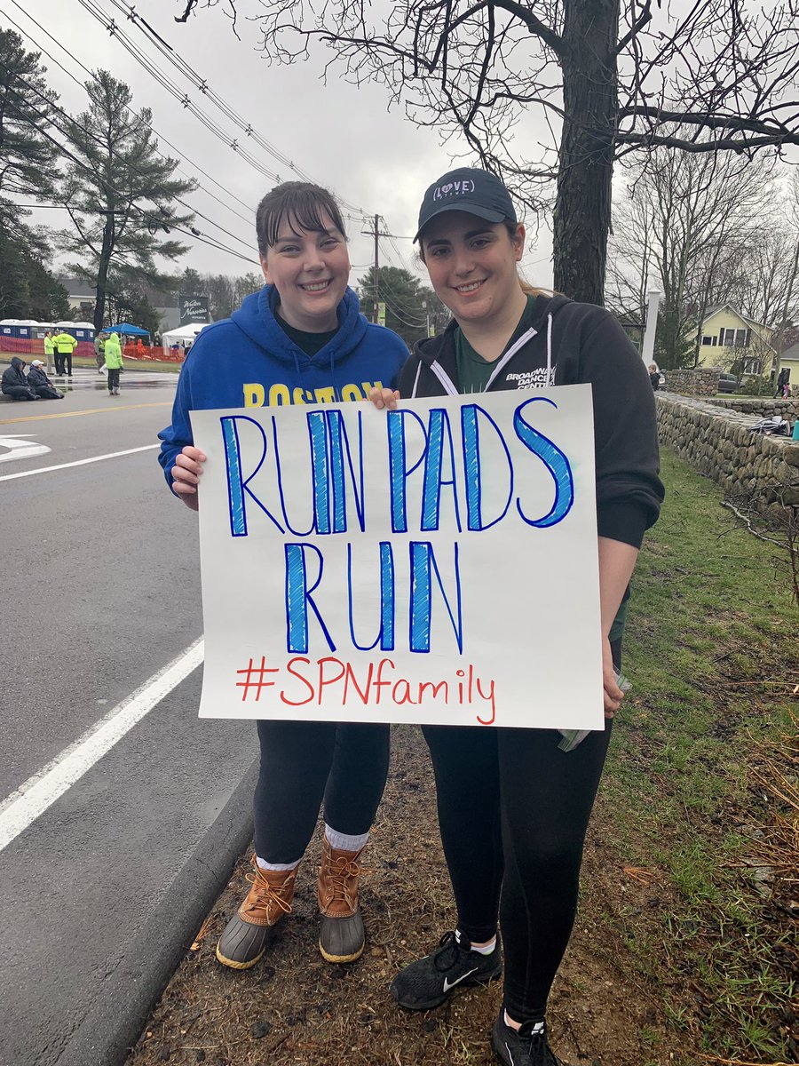 Excited to cheer on @jarpad and @realGpad at the mile 1 mark! #MarathonMonday #SPNFamily<br>http://pic.twitter.com/aKUco76ZKI