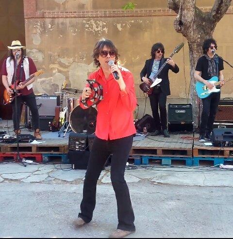 Qué bien lo pasamos con @Guillermorayo y #RayoStoned en @MercadodMotores  Maravilla tocando grandes temas de los Stones ! #rollingstonestribute #rollingstoneando #buenamusica #concierto #rocknroll #therollingstones #sunandmusic #music #style #artpic.twitter.com/A9QdAA62i1
