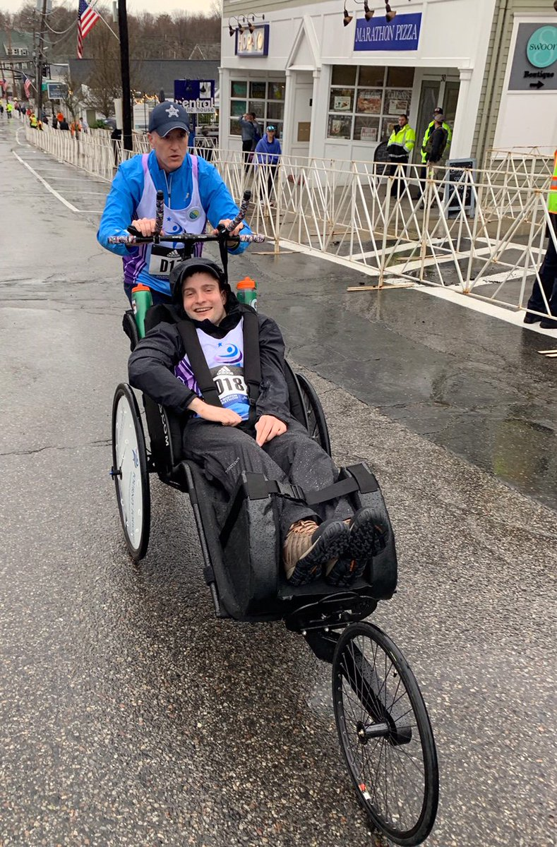 And they&#39;re off! If that isn&#39;t #MondayMotivation we don&#39;t know what is. Check back here for more on #TeamFitz as they run the #BostonMarathon #BostonStrong <br>http://pic.twitter.com/8eGV3Ac6K9