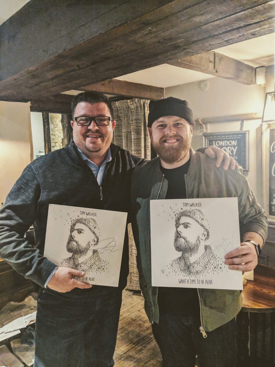 If you didn't already know, the artwork for my album What A Time To Be Alive is made up of 2,000 people and they were all handpainted by @CraigAlanStudio. We finally met a couple months ago and signed a copy for each other. Happy #WorldArtDay lad!!  http:// smarturl.it/TWWhatATimeToB eAlive   … <br>http://pic.twitter.com/cIaPIS1Lta