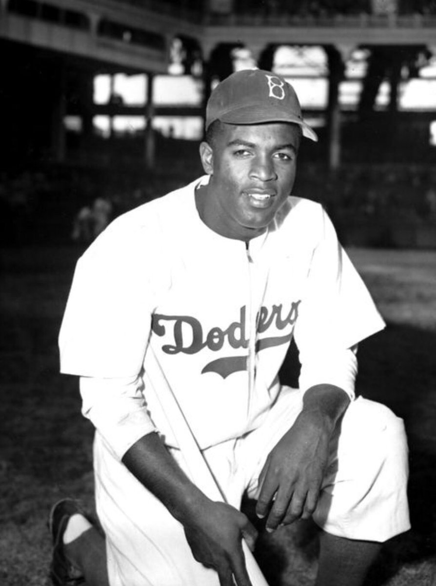 On April 15, 1947, Jackie Robinson made his official debut with the Brooklyn Dodgers at Ebbets Field, breaking the color barrier in Major League Baseball. #42 <br>http://pic.twitter.com/SSsQCb1sEp