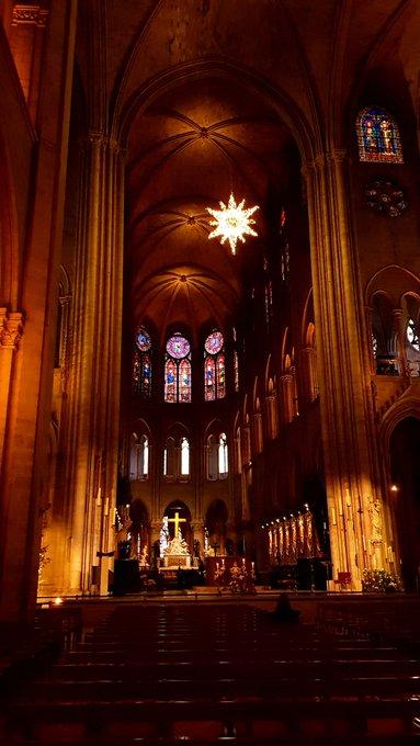 #NotreDame ภาพถ่าย