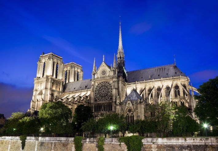 El incendio de #NotreDamedeParis es un desastre que supone una pérdida irreparable. Mucho dolor y pena. #Paris