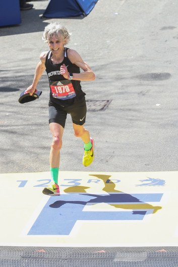 We are proud of the #bowdoinalumni runners who competed in today's 123rd Boston Marathon! Joan Benoit Samuelson '79 crossed the finish line with her Polar Bear pride on display, marking 40 years since her historic win while a student at Bowdoin. PC: @bostonherald<br>http://pic.twitter.com/WwrLpwAiAR