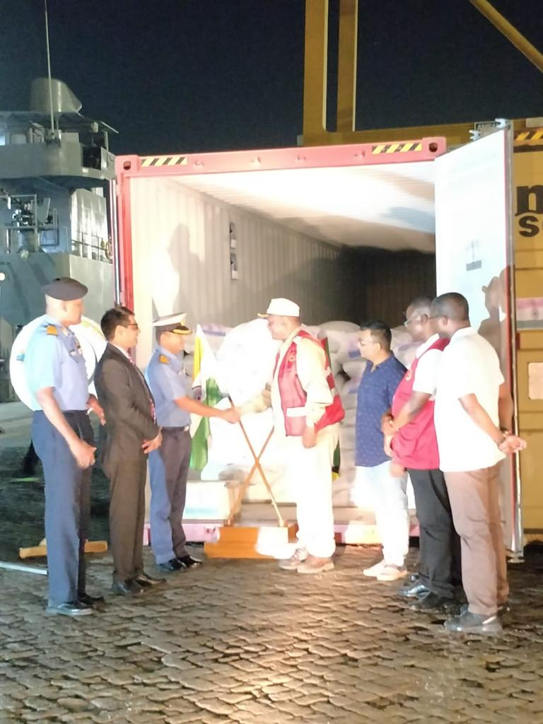 INS Magar unloaded relief supplies at Port Beira, Mozambique yesterday. In recognition of India's immense contribution to HADR, HE President Nyusi of Mozambique directed National Minister of Agriculture HE Higino Francisco de Marrule to visit the ship and receive relief supplies.