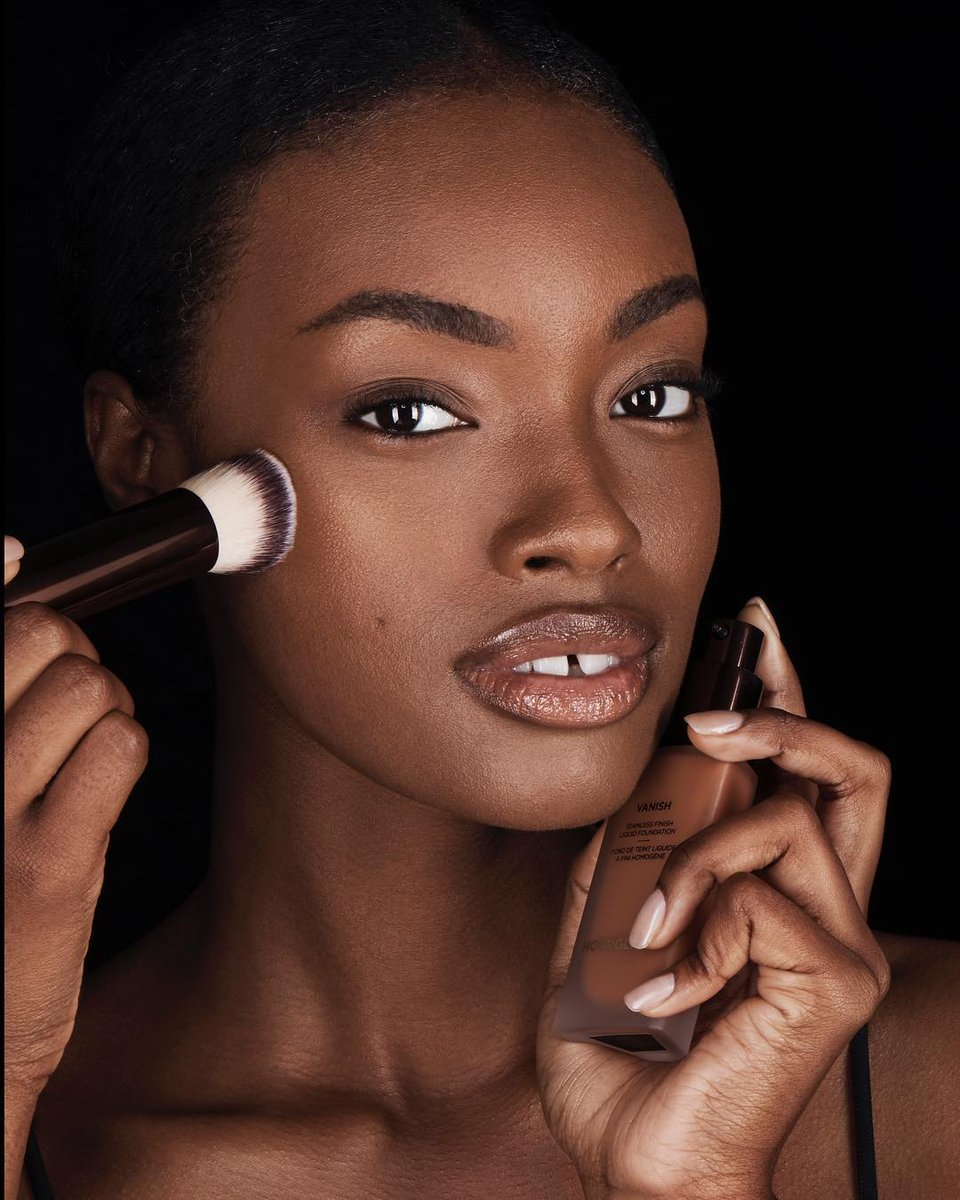 Uzivatel Hourglass Cosmetics Na Twitteru For Flawless Full Coverage Foundation Apply Vanishliquid With The Vanish Seamless Finish Foundation Brush Designed With The Ideal Shape Density And Texture For Second Skin Application Https T Co