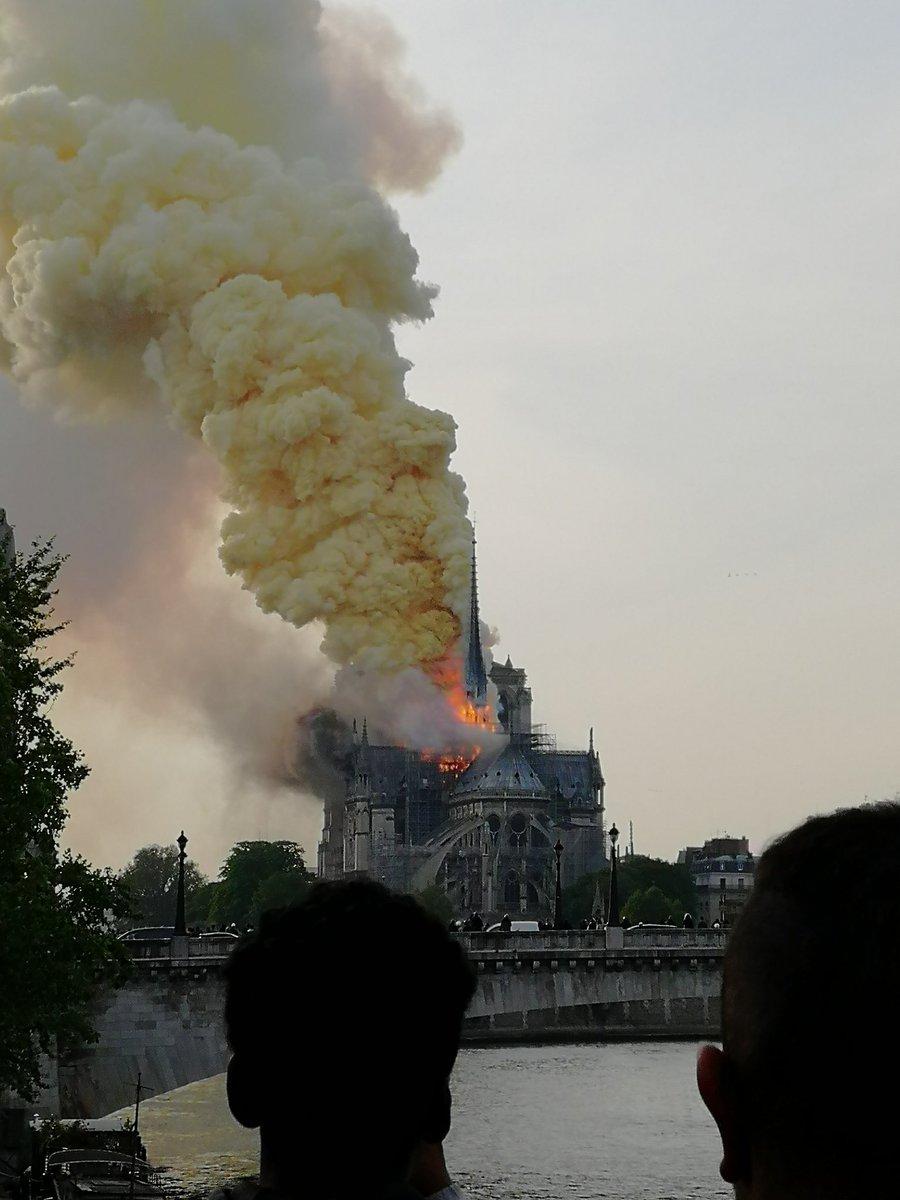 Paris D4Nb4PCW0AAPHM4