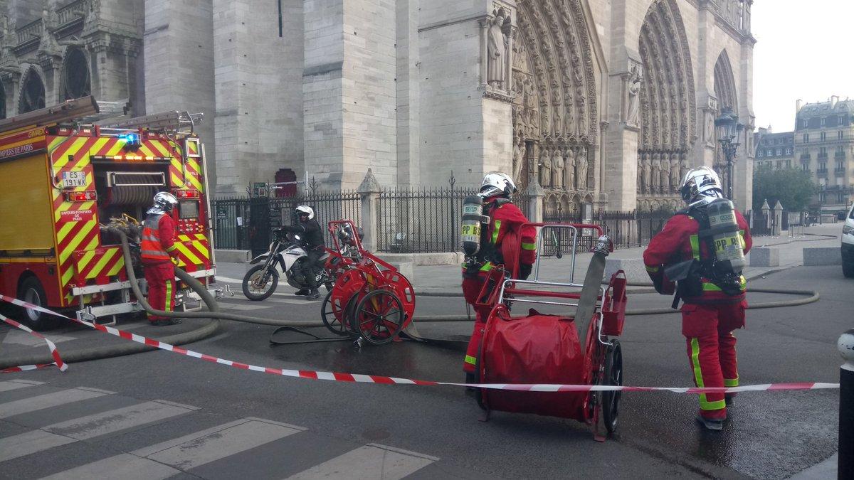 16 апреля 2019 — Пожар в Париже сегодня 15 апреля: горит собор Парижской Богоматери — знаменитый Нотр-Дам-де-Пари
