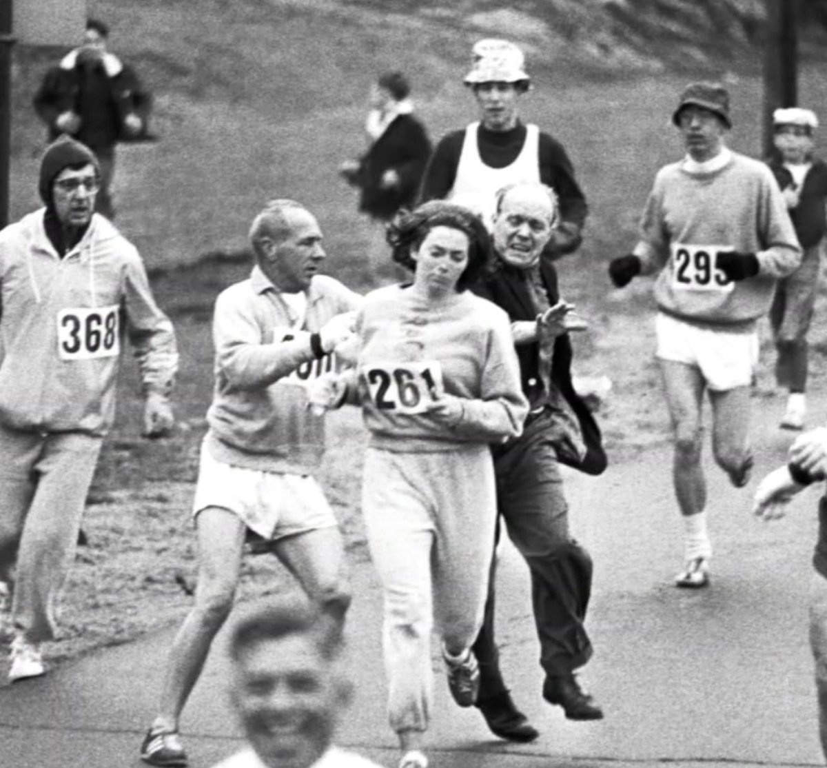 52 years ago, Kathrine Switzer became the 1st woman to officially run the #BostonMarathon, despite the race director trying to get her off the course. <br>http://pic.twitter.com/ih2ctkL8jl
