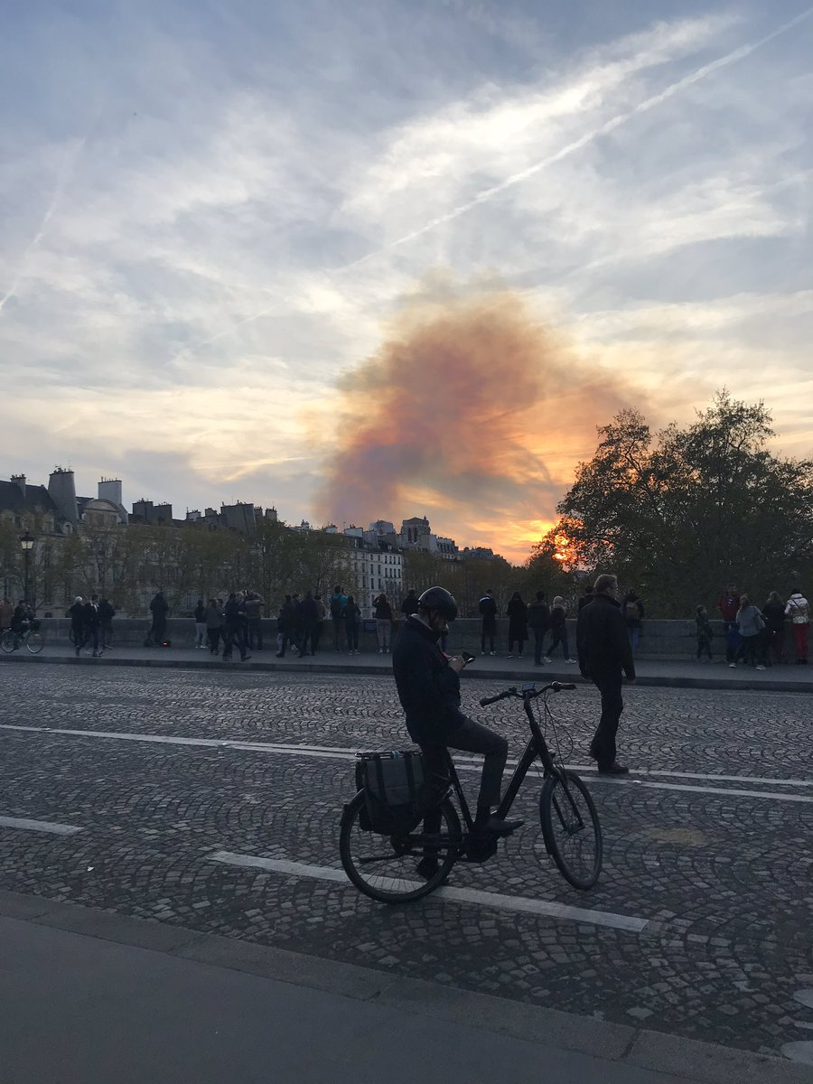 Serious smoke still coming from the fire at #NotreDame seen from #PontMarie