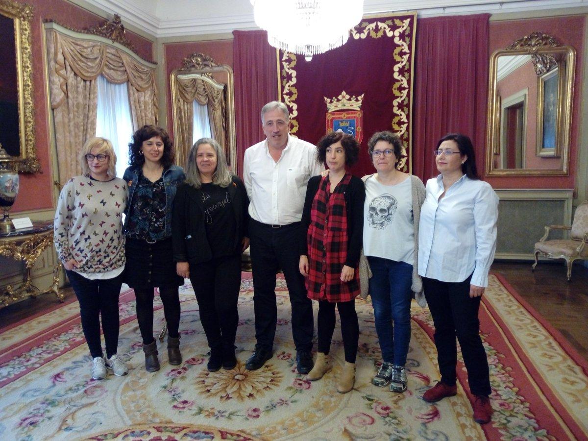 A partir de hoy la Casa de las #Mujeres de Pamplona es una realidad.  Este mismo año Pamplona contará con un espacio feminista de referencia para  trabajar por la Igualdad. Zorionak proiektu honetan parte hartu duzuen pertsona guztiei!!  #BerdintasunarenBidean