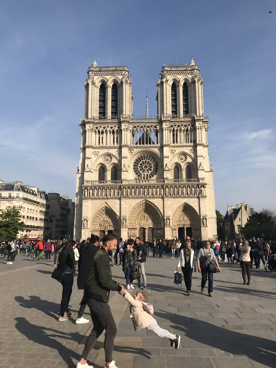 The Dad And Girl In That Viral Photo Of Notre Dame Before The Fire Have Been Found