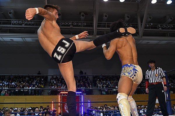 ZSJ hits Kota Ibushi with a huge head kick during night one of Road to Wrestling Dontaku!  #TeamSPLX #NJPW #SPLX<br>http://pic.twitter.com/EB2JBraAzd