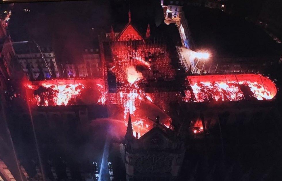 Notre Dame desde un dron de la policía francesa