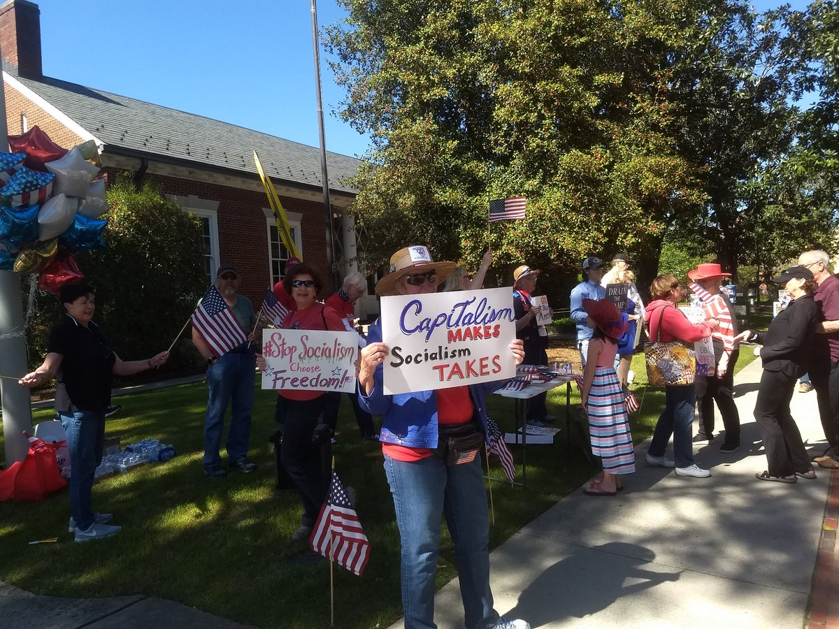#StopSocialismChooseFreedom Moore Tea Citizens in Southern Pines, NC <br>http://pic.twitter.com/xbPgPUbjAV