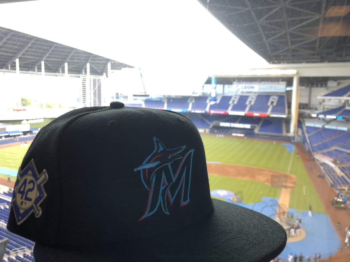 Had to get some new gear for tonight  #ThankYouJackie #JackieRobinsonDay<br>http://pic.twitter.com/xoOoyM2K5E