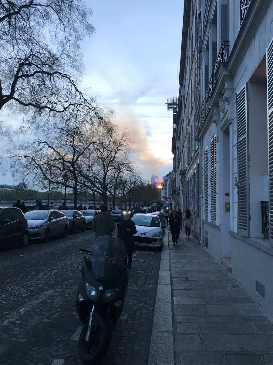 #NotreDame fire as seen from Quai de Béthune.