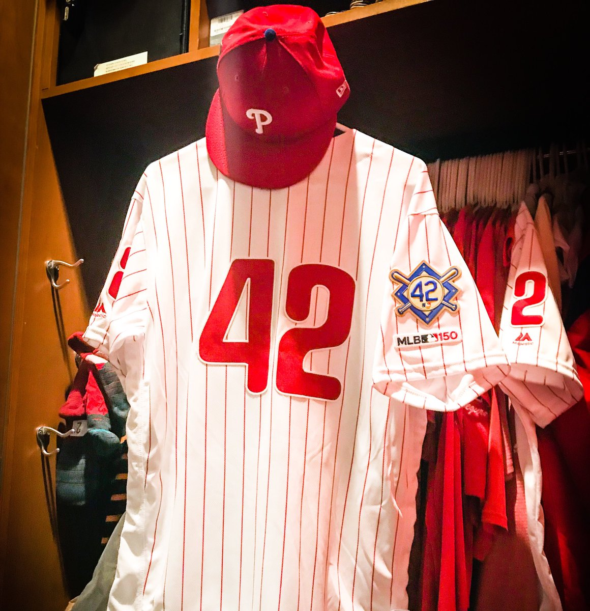 Tonight, we're all 42.   Thank you, Jackie. #Jackie42 <br>http://pic.twitter.com/Bb3GZ0IQ0G