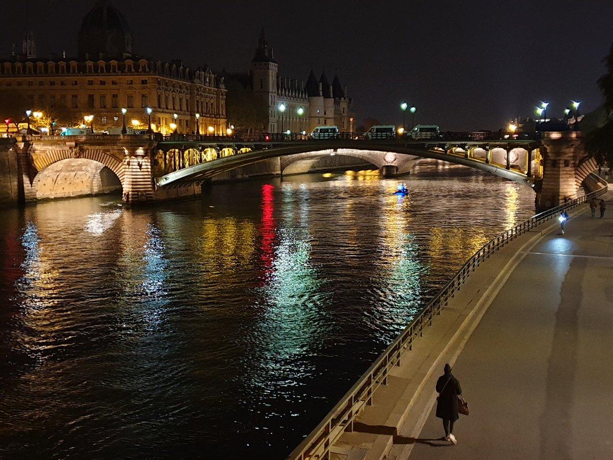 YG's photo on Cité
