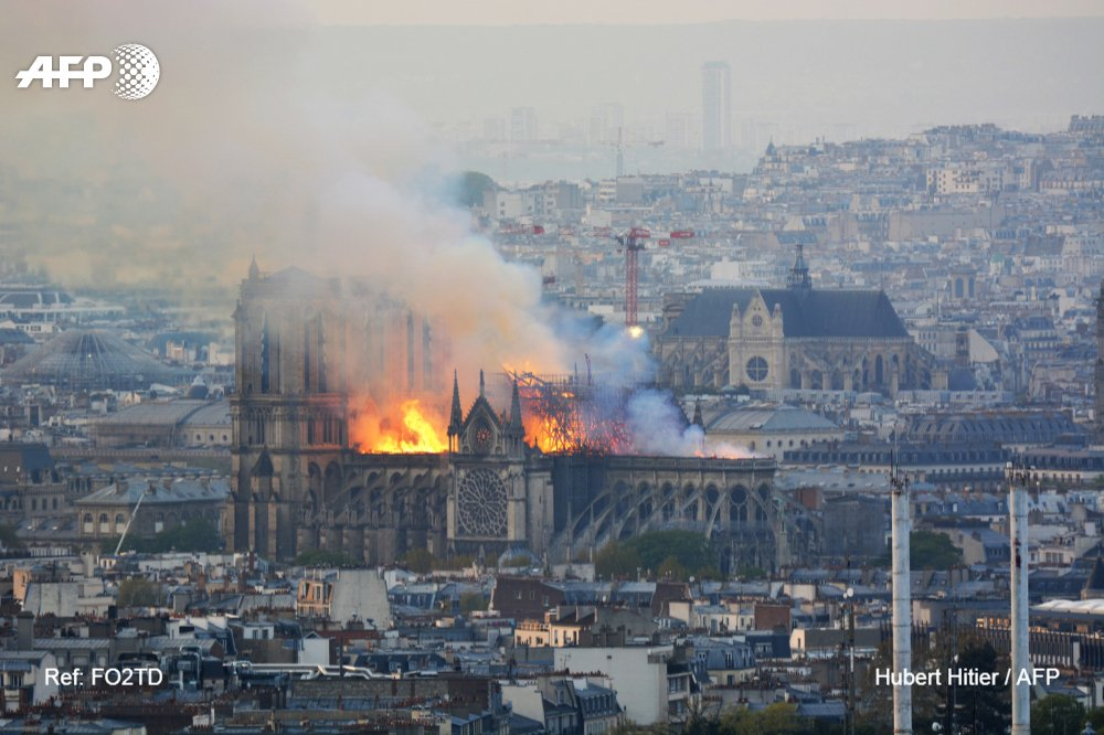 Notre Dame fire: saving cathedral 'not certain' say French authorities – live news - The Guardian 1