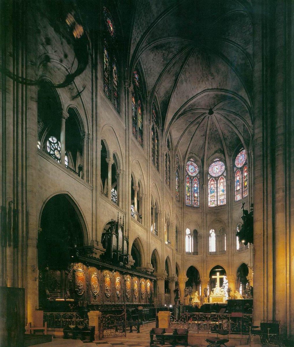 Hilo con algunas de las obras de arte que podrían haberse perdido en el incendio de la catedral de Notre Dame en París.