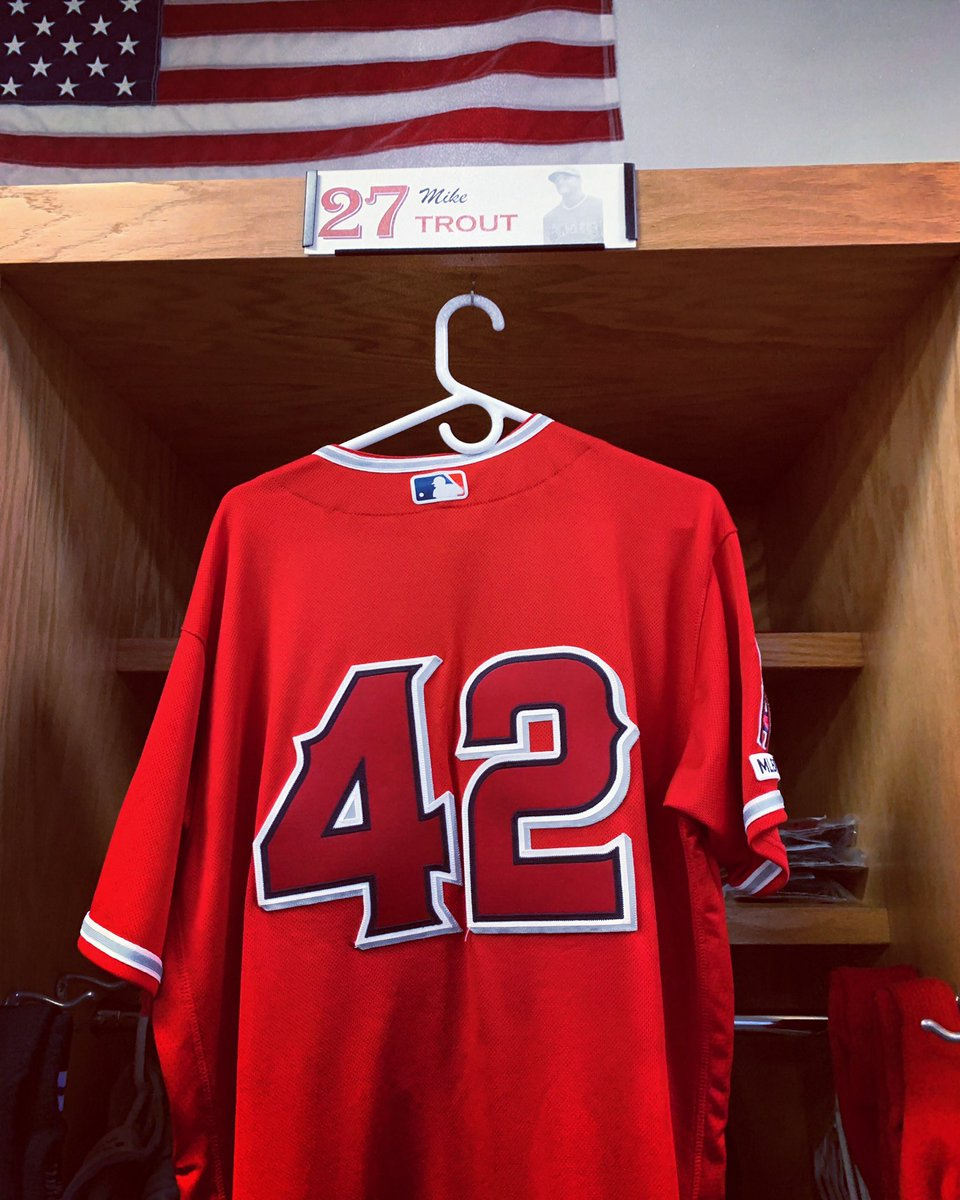 It's an honor and a privilege to wear 42 today. #JACKIE42 <br>http://pic.twitter.com/Ub2wwHxjbI