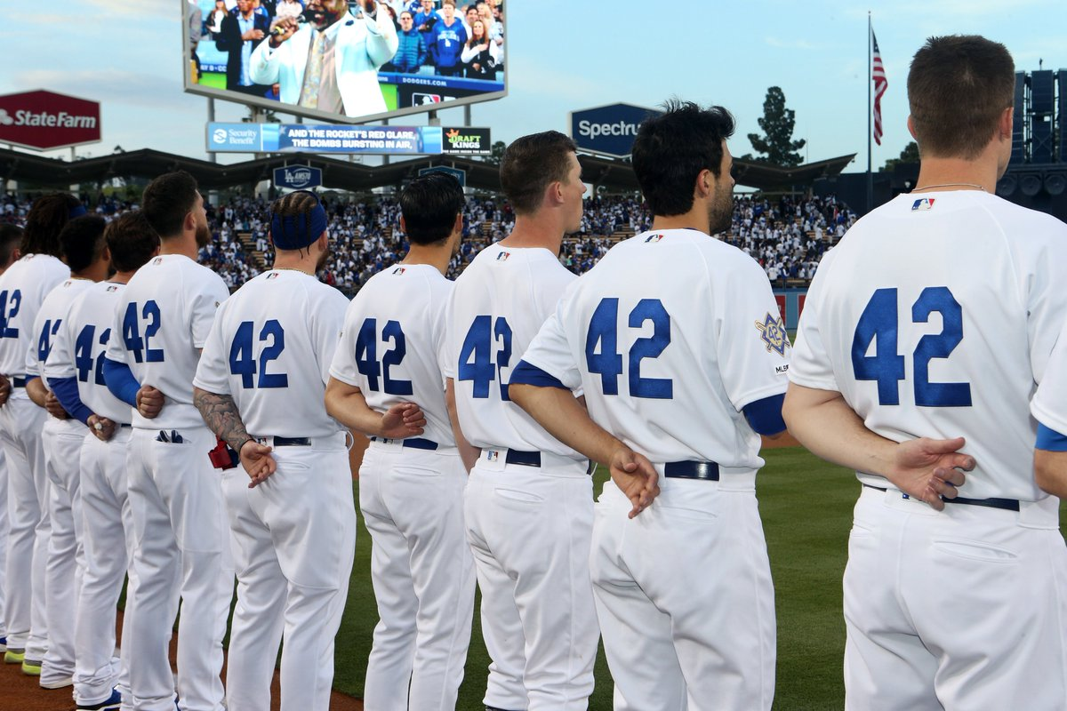 There is something about No. 42 in Dodger blue. #Jackie42 <br>http://pic.twitter.com/hNE28J0jN3