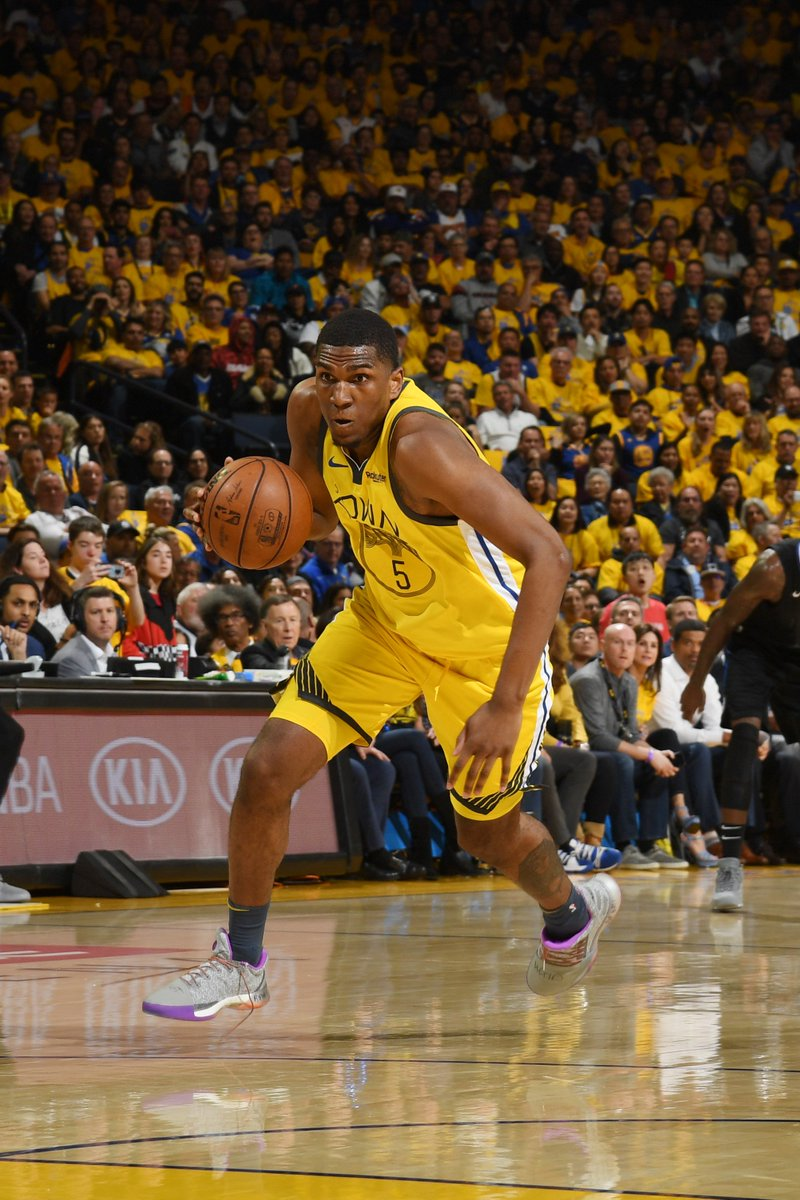 Kevon Looney has a career-high 19 PTS on 6-6 shooting!  #StrengthInNumbers 108 #ClipperNation 94  4th Q coming up on @NBAonTNT.