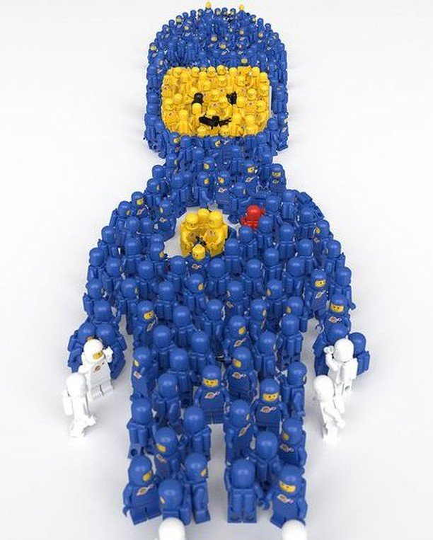 #Geek 🤓 Awesome of the Day: #LEGO Spaceman made of Blue Yellow White & Red Space Figures by aido k via @LEG0fan #SamaGeek