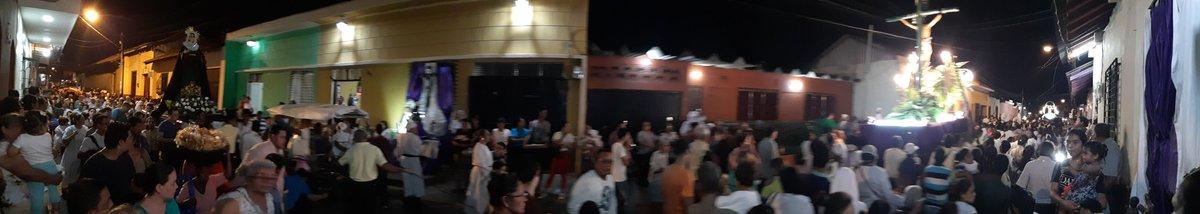 Así se vive una de las fiestas más icónicas en semana Santa en esta ciudad de León, la prosesión de San Benito. Saludes #PLOMO19 #RedFSLN @ElCuervoNica @Jay_Sot_Bar @nic_melcocha @Kaosama3