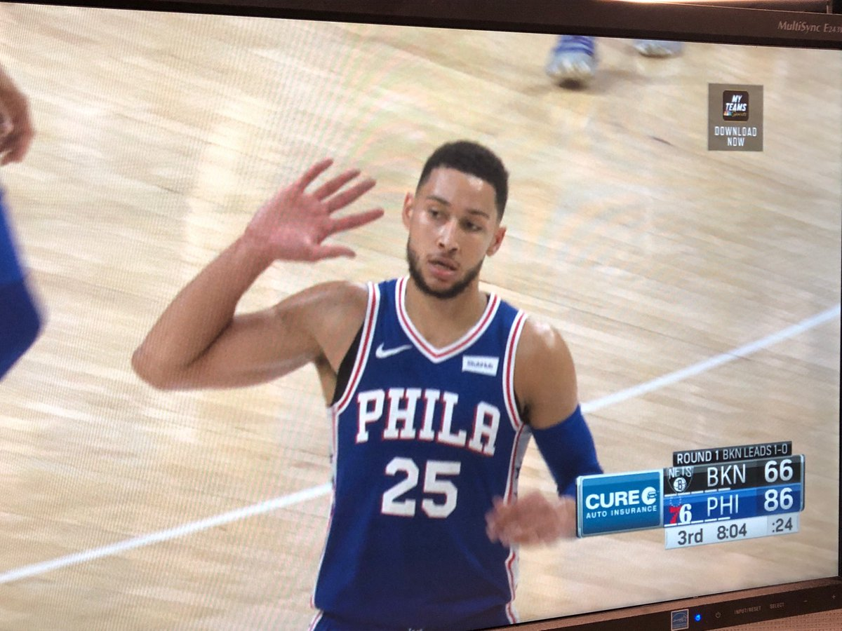 Ben Simmons giving the crowd the Allen Iverson 'ear'. And I'm here for it. #HereTheyCome <br>http://pic.twitter.com/8YKM4FEoGD