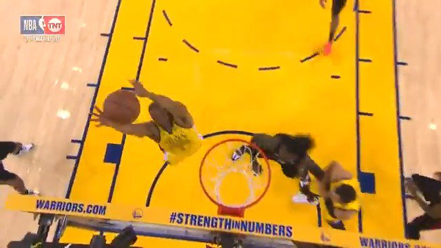 Andre Iguodala rises for the TIP SLAM!   #StrengthInNumbers 46 #ClipperNation 35  ��: @NBAonTNT https://t.co/pnp4Wisb4t