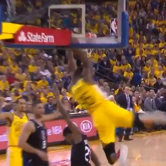 Draymond to KD ����  #StrengthInNumbers 66 #ClipperNation 48  ��: @NBAonTNT https://t.co/HcN7hBfYcn