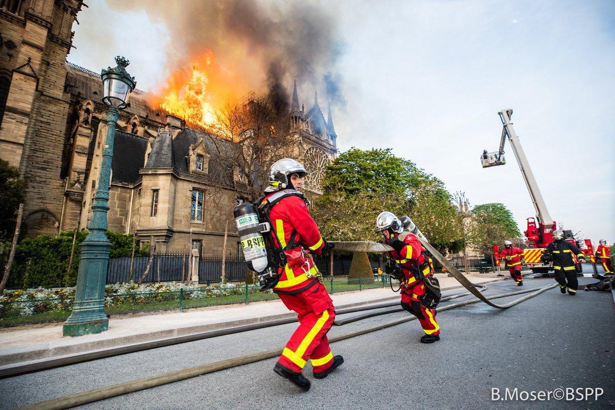 Постраждалих під час пожежі в Соборі Паризької Богоматері стало більше