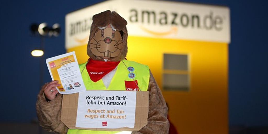 🐰 In der Karwoche bestreiken #Amazon-Beschäftigte mehrere Standort in ganz #Deutschland. 💪 Sie kämpfen für den  #Tarifvertrag,  für existenzsichernde Löhne und  gute Arbeitsbedingungen. 📦 👉https://bit.ly/2VV1z3S  #Ostern #amazonwearenorobots #organizeamazon #justiceatamazon