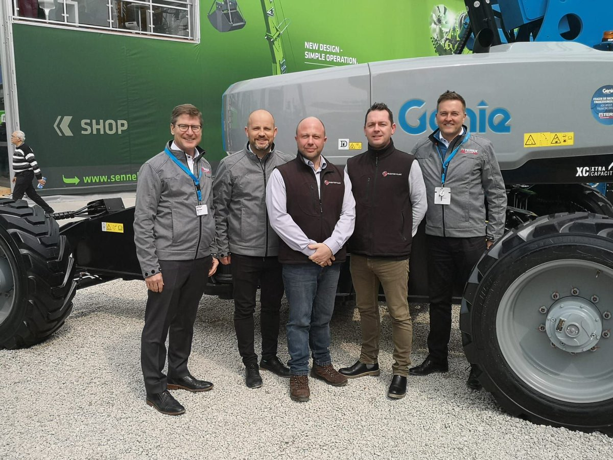 From left to right: Matt Fearon (President of Terex AWP), John Chandler (Genie UK Sales Director), Aaron McCaul (Sleator Plant Aftersales Manager), Jonathan Campbell (Sleator Plant Dealer Principal) and Adam Mitchell (Genie Dealer Manager). #industryleader #Genie #accessequipment<br>http://pic.twitter.com/VjkVaVNnhG