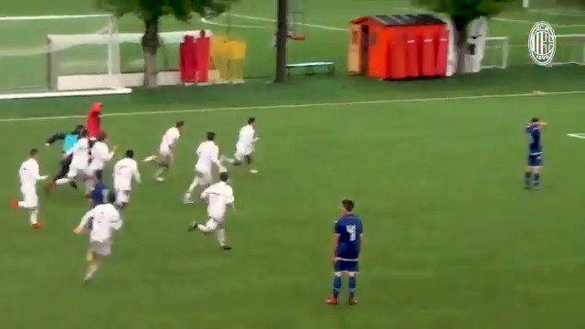 AC Milan's U15s needed a winning goal with almost no time remaining, so they did this... 💥