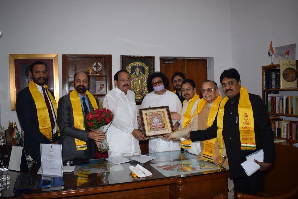 President, Vice President greet people on Mahavir Jayanti