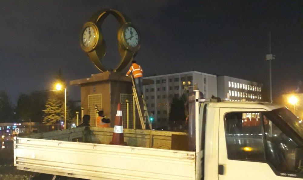 Mansur Yavaş, Melih Gökçek'in kol saati anıtını kaldırdı https://t.co/QkmaFZltYI https://t.co/WubvhsiV55