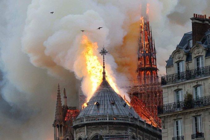 #NotreDameFire Foto