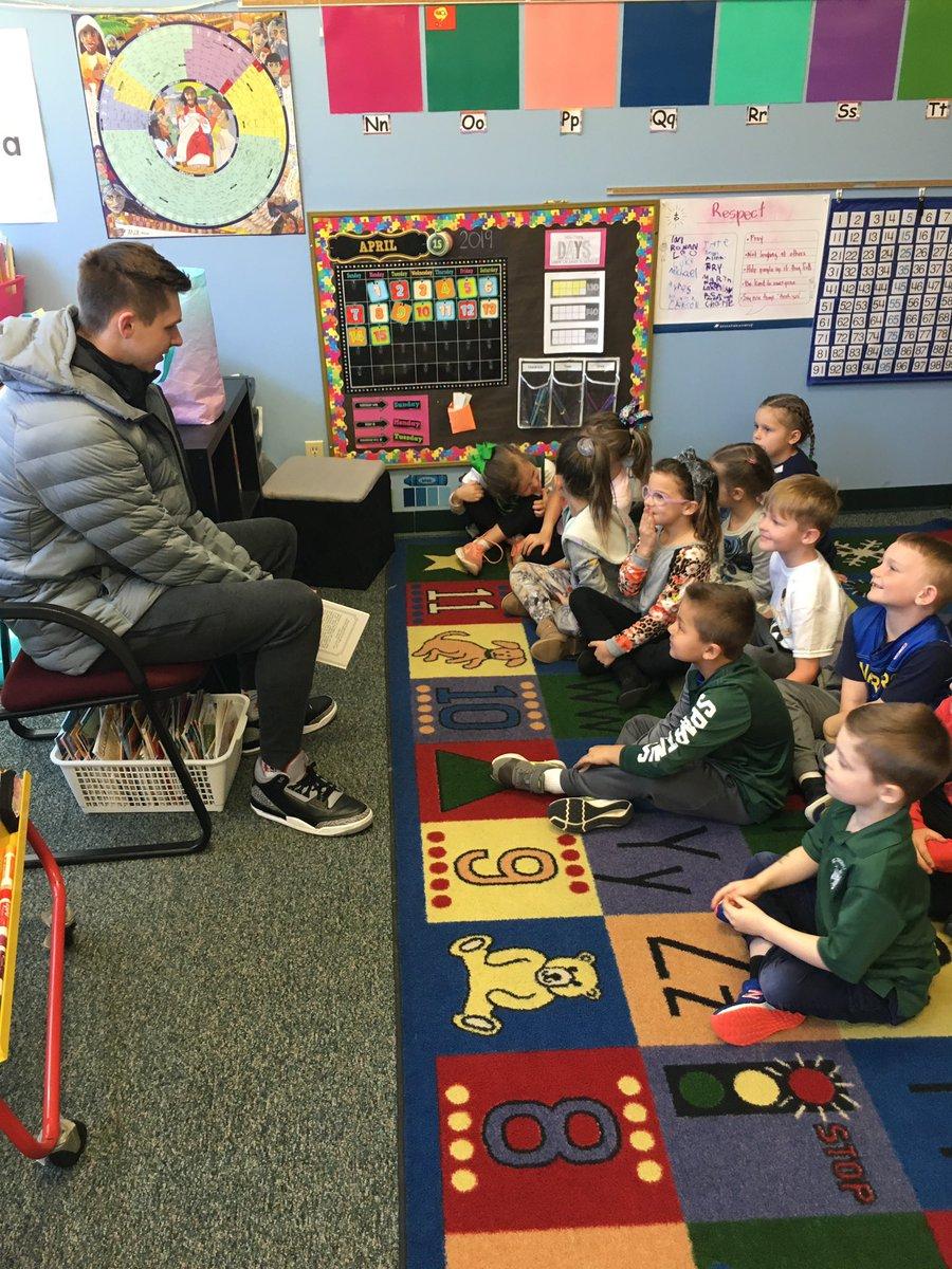 The mystery reader at St. Thomas Aquinas kindergarten: @mattblast3 📚 #SpartanDawg