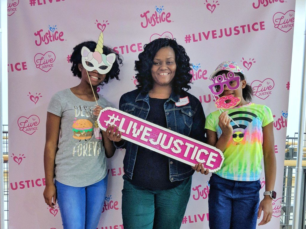 If you have a tween daughter you've probably spent a good deal of time (and money) at Justice. This is weekend the retail giant hosted 60+ girls and their parents for an empowerment conference and it was everything we thought it'd be.   #LiveJusticeSummi… http://bit.ly/2GhhnaU