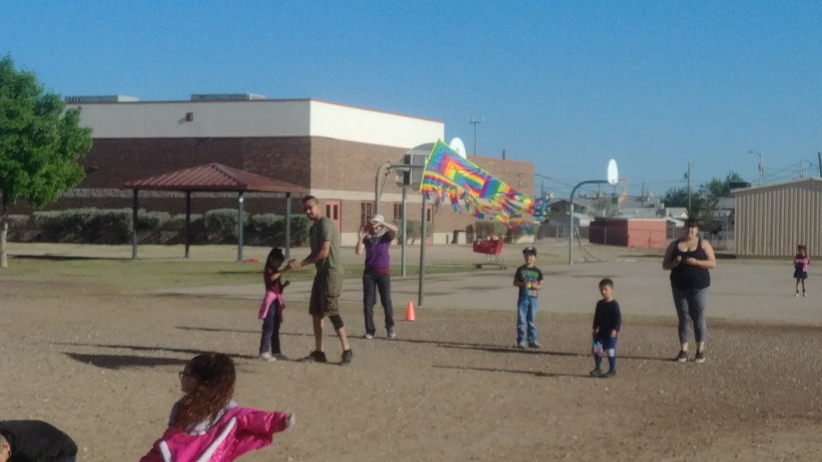 It's a great day to fly a kite! @CapistranoES #THEDISTRICT #WeDeliverExcellence