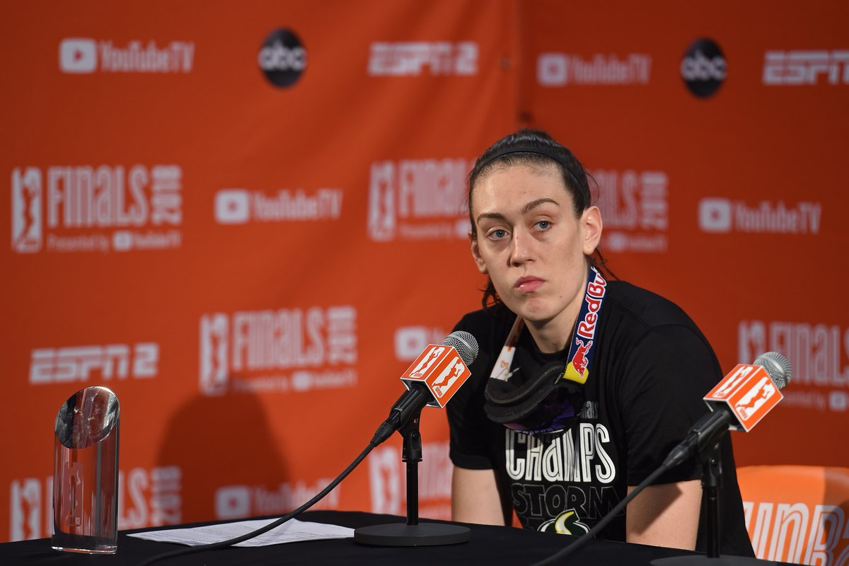Breanna Stewart has suffered a torn Achilles while playing overseas.  The WNBA champion was coming off an MVP season. Prayers up for a speedy recovery  <br>http://pic.twitter.com/MLIRjINATw