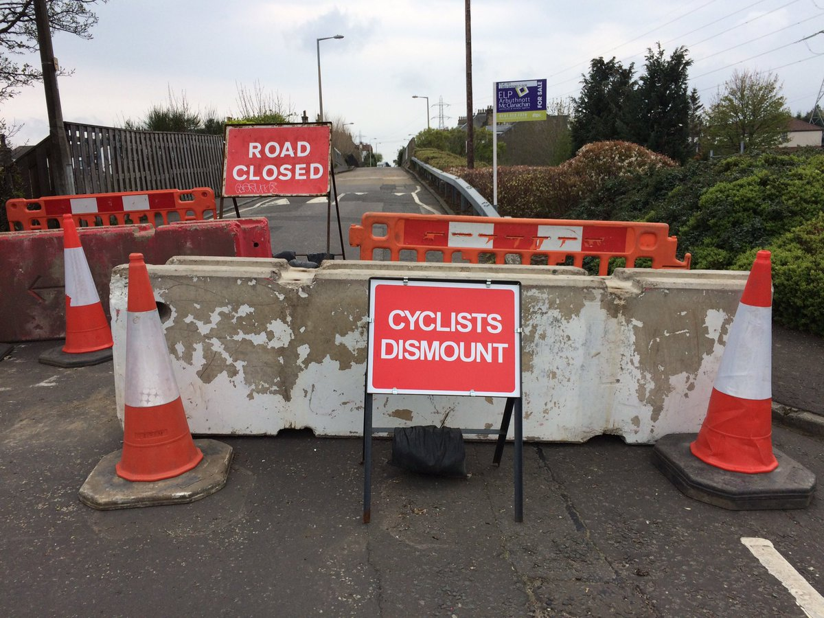 With thanks to @KateC_SNP - people using bikes should now be able to ride up and down Brunstane Rd without getting off - we hope the cyclists dismount sign will be removed! Any probs, let us lnow.