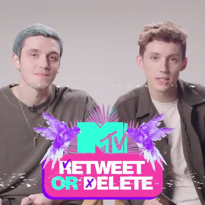 .@lauvsongs and @troyesivan read us their oldest tweets and Im just... Speechless. 👏😂
