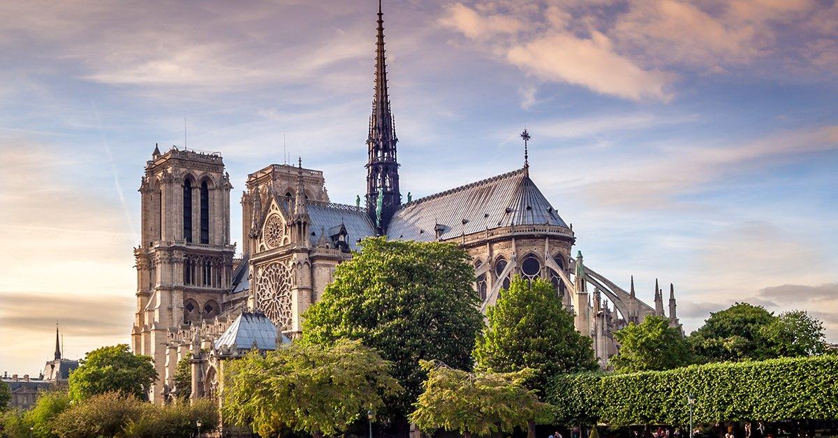 Les équipes d'Air France et d'Air France-KLM sont profondément affectées et attristées par l'incendie qui a ravagé hier soir Notre-Dame de Paris. C'est une part de notre patrimoine et de notre histoire qui a été touchée par ce dramatique incendie.