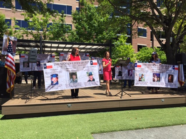 During the #StopSocialismChooseFreedom rally in Sugarland, TX @StolenLivesQlt took time to remember the innocent Americans killed because of illegal immigration.  #WallsWork #BuildTheWall #TeaParty #AngelMoms #AngelDads #AngelFamilies<br>http://pic.twitter.com/z9MvgY9eXB